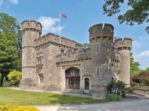 http://www.easybedandbreakfasts.co.uk/b-and-b.aspx?guesthouse=Bath-Lodge-Castle-Hotel
